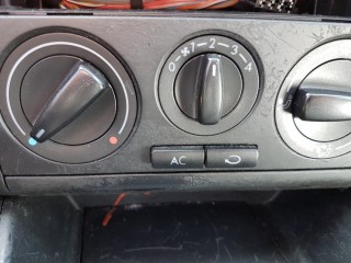 Volkswagen Golf 1.4 16v Klima č.12