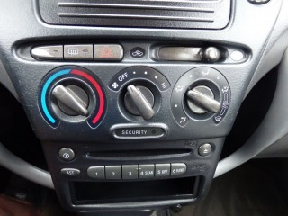 Toyota Yaris 1.3 VVT-I 63KW č.13