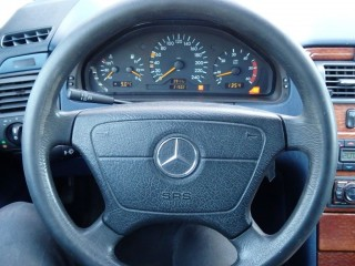Mercedes-Benz Třídy E E220 CDi č.7