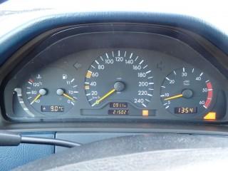 Mercedes-Benz Třídy E E220 CDi č.13